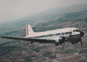 DOUGLAS C-47  DC-3